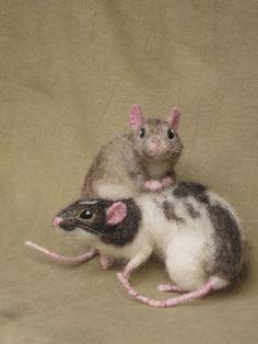 Мягкие животные Hannah Stiles Needle felted rats, pose-able, life sized pets Needle Felted Animals, Felt Animals, Cute Animals, Animals Amazing, Wet Felting, Needle Felting, Hamsters, Rodents, Les Rats