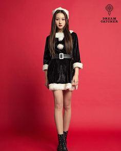 #드림캐쳐 #Dreamcatcher #MerryChristmas #시연 #SIYEON Kpop Girl Groups, Kpop Girls, Jaehwan Wanna One, I Miss Her, Mamamoo, Pop Group, Photo Book, The Dreamers, Dream Catcher