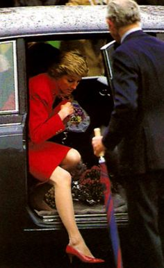 Diana visits the Headquarters of the Royal Hampshire Regiment in Winchester, Hampshire Royal Ballet School, Planes, Princess Diana Pictures, Princes Diana, Charles And Diana, Isabel Ii, Lady Diana Spencer, Princess Of Wales, Queen Of Hearts