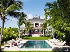 Alessandra Branca's Chic Bahamas Getaway Exterior Chinese Chippendale–style railings and a pool distinguish the Harbour Island retreat; the windows and glazed doors throughout the compound, named Highlowe, are by Andersen Windows. Architectural Digest, Bahamas House, Bahamas Vacation, Exuma Bahamas, British Colonial, Spanish Colonial, Harbour Island Bahamas, Harbor Island, Colonial Style Homes