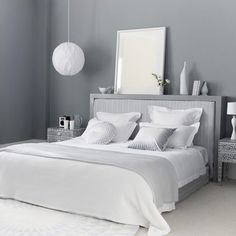 Grey Themes Wall Decoration and White Beds Furniture in Modern Bedroom Interior Design Ideas Serene Bedroom, Gray Bedroom, Trendy Bedroom, Bedroom Colors, Home Decor Bedroom, Bedroom Furniture, Bedroom Ideas, Silver Bedroom, Bedroom Bed