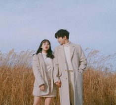 Couple Posing, Couple Shoot, Wedding Photography Poses, Couple Photography, Cute Couples Goals, Couple Goals, Korean Couple Photoshoot, Korean Best Friends, Matching Couple Outfits