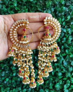 It's the easiest way to style up your favorite look ? only great mind can aff. - It's the easiest way to style up your favorite look ? only great mind can afford a simple styl - Indian Jewelry Earrings, Indian Jewelry Sets, Jewelry Design Earrings, Gold Earrings Designs, Indian Wedding Jewelry, Ear Jewelry, Wedding Jewelry Sets, Fashion Earrings, Bridal Jewelry