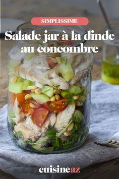 La salade jar à la dinde au concombre est un plat facile à transporter. #recette#cuisine #salade #saladejar #saladjar #dinde #concombre Fresh Rolls, Pickles, Cucumber, Ethnic Recipes, Food, Pasta Salad, Chopped Salads, Cherry Tomatoes, Turkey Breast