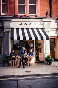 Monocle Coffee Shop London http://www.indigomemoirs.com/shakespeare-monocle-writers-walk-reporters-eat/