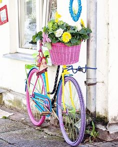 Charming Bicycle Planter Ideas For Your Backyard You'll Love - Garden Old Bicycle, Bicycle Art, Old Bikes, Bicycle Decor, Bicycle Tools, Bicycle Basket, Bike Planter, Edging Ideas, Home Vegetable Garden