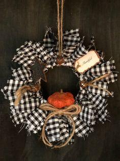 Mesh Wreath Tutorial, Diy Wreath, Wreath Making, Wreath Crafts, Wreaths And Garlands, Fall Wreaths, Mesh Wreaths, Easy Halloween Crafts, Fall Halloween