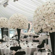 Gorgeous black and white centerpices. Wow!