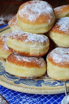 Gogosi de post - CAIETUL CU RETETE Vegan Sweets, Sweets Recipes, Just Desserts, Delicious Desserts, Cake Recipes, Yummy Food, Romanian Desserts, Romanian Food, Vegan Foods