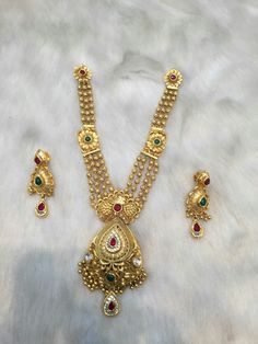 Antique Jewellery Designs, Gold Jewellery Design, Indian Jewelry Sets, Gold Jewelry Simple, Hand Jewelry, Gold Set, Bridal Jewelry, Jewelry Collection, Blouse