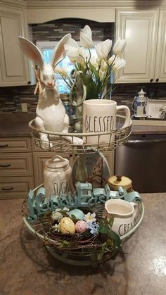 Get your home ready for Spring & Easter with these cute DIY Easter and Spring Decoration ideas. From Rae Dunn to Spring Wreaths to Easter egg decor & Spring Home Decor, Spring Crafts, Hoppy Easter, Easter Eggs, Easter Bunny, Diy Osterschmuck, Do It Yourself Decoration, Diy Easter Decorations, Diy Decoration