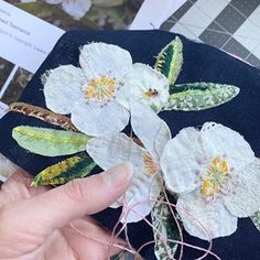 Thread Painting, Fabric Painting, Fabric Art, Free Motion Embroidery, Embroidery Kits, Embroidery Stitches, Hand Applique, Applique Quilts, Flower Quilts