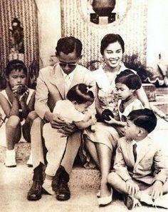 King Bhumibol of Thailand & Family King Rama 10, King Phumipol, King Of Kings, King Queen, King Thailand, Queen Sirikit, King Photo, Bhumibol Adulyadej, Great King