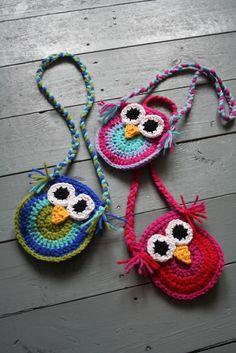 Cute owl bags crocheted using this pattern: http://www.bigcraftyblog.blogspot.be/2012/02/free-crochet-owl-purse-pattern.html