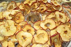 Pokud máte doma hodně jablek a nestačíte je papat, vyzkoušejte si připravit zdravé a bez žádných konzervačních látek, sušené jablíčka. Stuffed Mushrooms, Vegetables, Food, Stuff Mushrooms, Essen, Vegetable Recipes, Meals, Yemek, Veggies