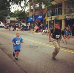 This little boy asked a US Marine to run with him because he was struggling to finish a 5k race. The Marine, forgetting about winning, helps the little boy finish..so awesome. Shows how much committment he has to helping those in need. Go Marines :) #SealofHonor