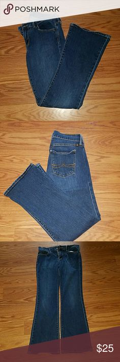 Lucky Brand Sweet N Low size 4 jeans Euc Lucky Brand Sweet N Low size 4 jeans Euc  worn once  Inseam 31 inches  they do have a stretch them Lucky Brand Jeans