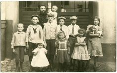 Orig. Foto STETTIN /SZCZECIN Kinder Matrosenanzug vor Haustor Katze 1913 Mode | eBay