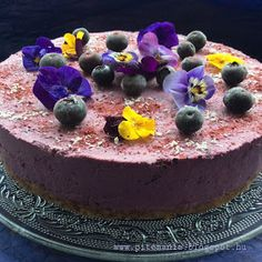 Szedres-áfonyás mindenmentes, nyers vegán torta Ez a torta a sok gyümölcstől és a kókuszkrémtől nagyon finom és még a 4. napon i...