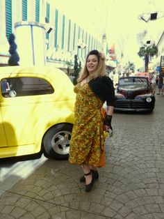Bettien kelta-oranssi sarong