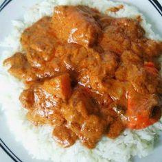 Recette du mafé (sauce à la pâte d'arachide et à la viande accompagnée de riz) Aujourd'hui je vais vous proposer la recette du mafé. Le mafé, c'est ce plat consistant très consommé en Afrique de l'ouest : Sénégal, Mali, Guinée, etc. Il est à base de pâte d'arachide. On parle aussi de beurre de cacahuètes. […] Sauce For Chicken, Butter Chicken, Mince Recipes, Cooking Recipes, Easy Recipes, Beef Steak, Curry, Food Porn, Easy Meals