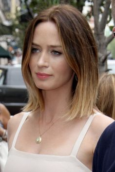 Emily Blunt long bob ombré hair