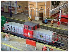 Tractor de maniobras diesel 311 RENFE. Escala H0.