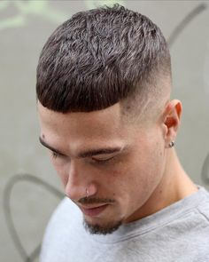 Just Pinned to Hair Designs: Lines: A faint slash continues in the eyebrow Low Fade Haircut, Crop Haircut, Hairstyles Haircuts, Haircuts For Men, French Hairstyles, Formal Hairstyles, Eyebrow Cut, Haircut Designs For Men, Short Hair Cuts
