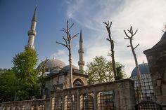 Istanbul Airport to Beyoglu Taxi Transfer. Book your Sultanahmet or Taksim ataturk airport sabiha gokcen airport taxi online service. Istanbul New Airport, Golden Horn, Taxi, Taj Mahal, City, Building, Travel, Viajes, Buildings