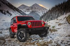 Jeep stellt den Jeep Wrangler 2018 vor // Auf der Los Angeles Motor Show stellte Jeep gerade die neue Generation des Wrangler vor. Was hat das wichtigste Modell der Marke Neues zu bieten? https://matsch-und-piste.de/jeep-wrangler-2018/?utm_campaign=coschedule&utm_source=pinterest&utm_medium=MATSCHandPISTE&utm_content=Jeep%20stellt%20den%20Jeep%20Wrangler%202018%20vor #jeep #jeepwrangler #rubicon #wrangler2018 #hybrid