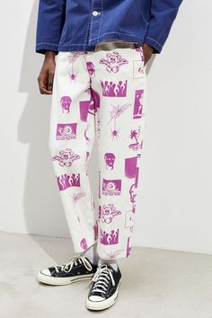 Check out UO Motif Print Twill Skate Chino Pant from Urban Outfitters Diy Fashion, Street Fashion, Fashion Outfits, Fashion Design, Fashion Trends, Fashion Styles, Fashion 2020, Men Street, Street Wear