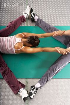 This is what my BFF, Holly, and i do before junior black belt class. Partner Stretches, Partner Yoga, Weight Loss Photos, Weight Loss Program, Weight Loss Inspiration, Fitness Inspiration, Fit Couples, Outdoor Workouts, Keep Fit