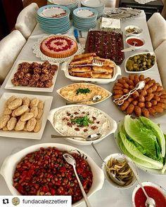 Cooking Photos, Food Platters, Arabic Food, Turkish Recipes, Food Presentation, High Tea, Iftar, I Foods, A Table