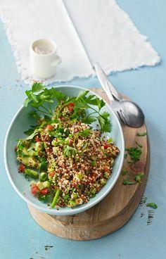 Quinoa Powersalat mit Tomaten und Avocado, ein raffiniertes Rezept aus der Kategorie Kochen. Bewertungen: 143. Durchschnitt: Ø 4,4.