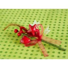 Déco festive plume et organdi sur piquet pour deco de table festive.