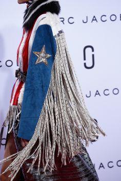 Marc Jacobs Spring 2016 Ready-to-Wear Fashion Show Funky Fashion, High Fashion, Fashion Show, Fashion Outfits, Marc Jacobs, Fashion Details, Fashion Design, Street Style, Boho