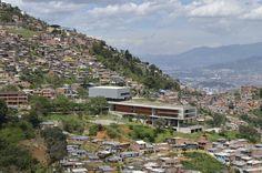 Colegio Antonio Derka - Santo Domingo Savio / Obranegra Arquitectos