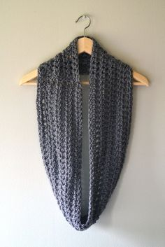 Crochet in Color: Accidental Cowl Haaknaald minstens 10 of groter. Crochet Snood, Crochet Scarves, Crochet Clothes, Infinity Scarf Patterns, Crochet Infinity Scarf Free Pattern, Crochet Granny, Free Crochet, Crochet Accessories, Crochet Crafts