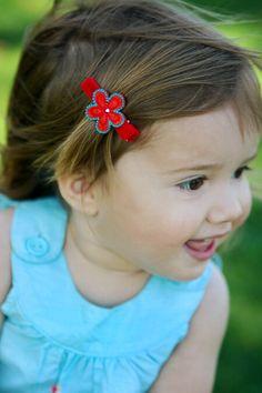 Hand-made felt flower no-slip hair clip🤩 Toddler Hair Clips, Baby Hair Clips, Baby Headbands, Girls Hair Accessories, Baby Bows, Felt Flowers, Cool Hairstyles, Hair Styles, Cute