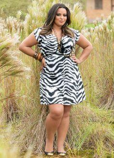 Vestido de Manga Curta Estampa Zebra Plus Size - Posthaus