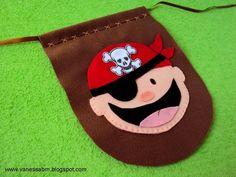 Bandeirinha Pirata , confeccionada em feltro, totalmente feita à mão.
