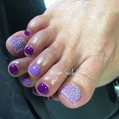 25 Eye-Catching Pedicure Ideas for Spring Easy Purple Glittery Toe Nail Design Pretty Toe Nails, Cute Toe Nails, Get Nails, Fancy Nails, Toe Nail Art, Hair And Nails, Gel Toe Nails, Pink Toe Nails, Pretty Pedicures