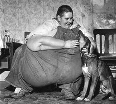Robert Earl Hughes (1926-1958) was the heaviest man known in history during his lifetime.  He had a malfunctioning pituitary gland which caused him to grow to 1070 pounds at a height of 6'1''. His chest measured 10'3'' around.  He exhibited at carnivals and fairs and was popular, especially with children.  He died at age 32 of the measles.