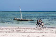 Strandrad von Mathias Becker #Tanzania #Zanzibar #Sansibar #Tansania #strand #beach #boat #Küste #Fahrrad
