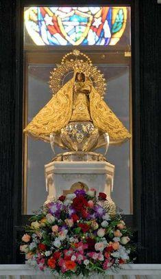 Imagen de la Virgen de la Caridad en la Basílica Menor Santuario de Nuestra Señora de la Caridad del Cobre, ubicada en El Cobre, poblado de la Sierra Maestra situado a unos 22 kilómetros al noroeste de la ciudad de Santiago de Cuba, 9 de marzo de 2012. Foto: Miguel Rubiera.