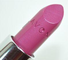 Batom Violeta Matte da Avon. Batom roxo. Batom rosa. Batom com brilhos discretos.