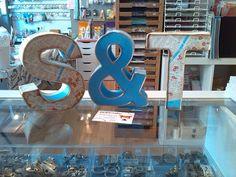Letras decoradas para boda Http://modayabalorios.blogspot.com