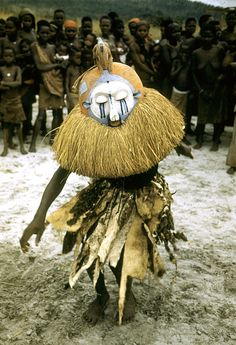 África | Ritual de iniciação da tribo Yaka, Kasongo Lunda, República Democrática do Congo | ©Eliot Elisofon. 1951