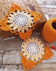 Transcendent Crochet a Solid Granny Square Ideas. Inconceivable Crochet a Solid Granny Square Ideas. Débardeurs Au Crochet, Gilet Crochet, Crochet Motifs, Crochet Blocks, Crochet Flower Patterns, Crochet Squares, Thread Crochet, Love Crochet, Crochet Granny