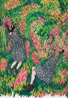 La peintre australienne Monica Rohan crée ces tableaux de femmes qui flottent perdues dans des essaims de fleurs et de tissus aux couleurs vives et aux motifs qui se mélangent.